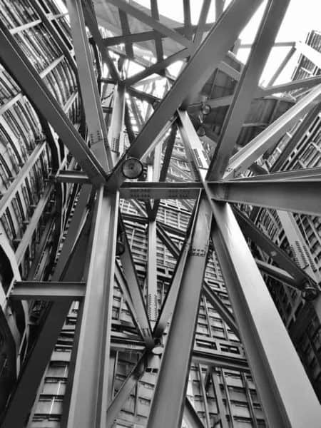 El aluminio estructural tiene diferentes aplicaciones en muchas industrias
